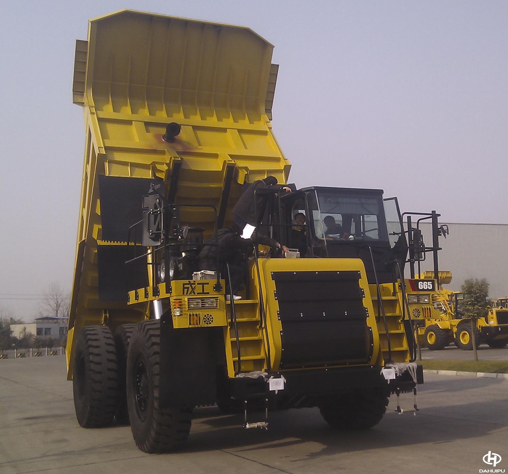 汇浦加力器配装成工70吨矿车
